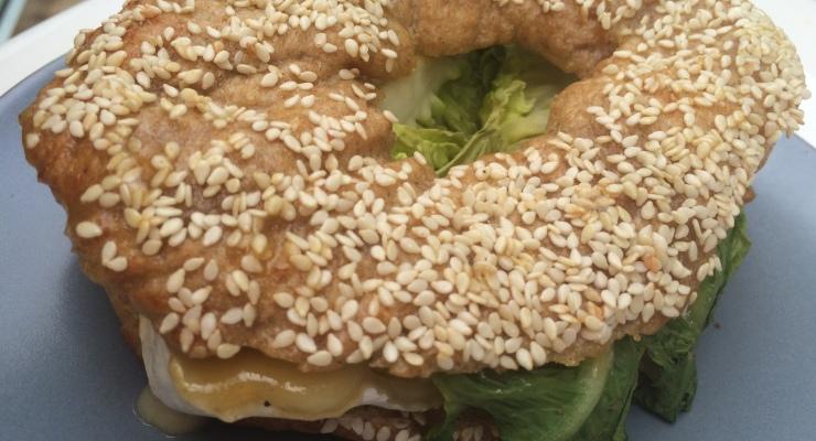 Bagel mit Brie und Birne